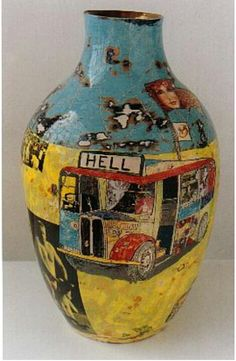 Grayson Perry has made a perfect vase for a person who lives in a place most folks would rather not be Ceramic Clay, Ceramic Pottery, Pottery Art, Ceramic Pots, Slab Pottery, Grayson Perry, Sculptures Céramiques, Art Sculpture, Pottery Sculpture