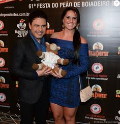 Graciele Lacerda mostra pernas musculosas em evento ao lado de Zezé Di Camargo…