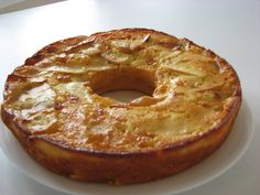 Receitas de Portugal: Bolo de maçã e iogurte Portuguese Tarts, Portuguese Recipes, Cheesecakes, Sweet Recipes, Cake Recipes, Coffee Aroma, Fruit Bread, Good Food, Yummy Food