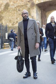 Discover recipes, home ideas, style inspiration and other ideas to try. Dapper Gentleman, Gentleman Style, Fashion For Men Over 50, Burberry Men, Gucci Men, Elements Of Style, Preppy Outfits, Mode Style, Men Looks