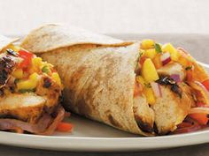 Chicken Fajita Burrito with Mango - Roast-chicken strips make this a high-protein meal that keeps you satisfied. Mango Recipes, Mexican Food Recipes, Snack Recipes, Cooking Recipes, Healthy Recipes, Healthy Foods, Crepes, Biggest Loser Recipes, Chicken Fajitas