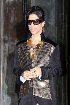Prince Photos Photos - Singer Prince is seen leaving the Yves Saint Laurent Spring 2010 Fashion Show during Paris Fashion Week. - Singer Prince Leaving Yves Saint Laurent Show During Paris Fashion Week