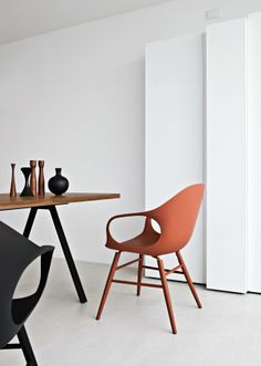 This is a wooden leg chair that is understated but classy, modern but classic, it is the chair that fits in with all modern tastes and decors and can fit in any room, whether it be bedroom or living room, kitchen or conservatory.