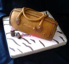 Como hacer una tarta con forma de cartera o bolso, paso a paso. ¡Para hacer un regalo muy especial!