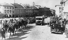 Red Army enters the provincial capital of Wilno during the Soviet invasion. 19 September 1939 [Public Domain | © IWM (HU 87199)]