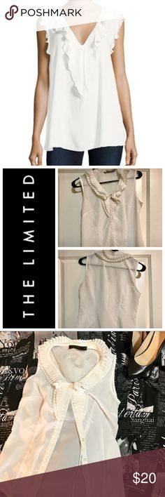 🌺The Limited Sleeveless Blouse🌺 🌺The Limited Sleeveless Blouse 🌺-Beautiful for work or play! Similar to the one in the pic!! Size XS. Great Condition! The Limited Tops Blouses