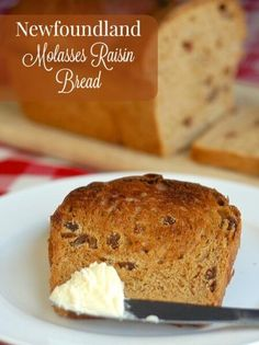 Newfoundland Molasses Raisin Bread A classic Newfoundland recipe that everyone's Mom or Nan made back in the day. It's often enjoyed at the Holidays and is a favorite for morning toast with gobs of melting butter. Rasin Bread, Bread Recipes, Baking Recipes, Molasses Bread, Molasses Recipes, Raisin Recipes, Newfoundland Recipes, Terra Nova, Recipes