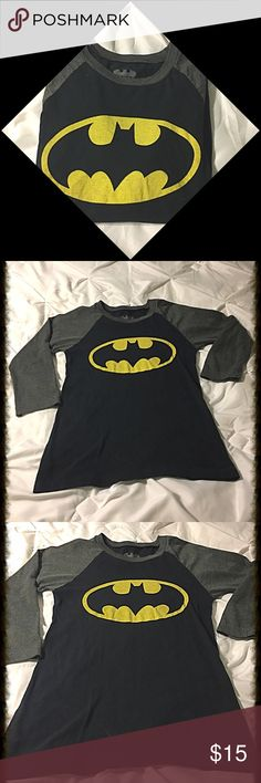 """Bateman T-Shirt SZ XS Super soft and comfy Batman 3/4"""" sleeve t-shirt in perfect condition only worn a couple of times! It is a size XS 23"""" Long and 15.5"""" across at the bust💕 Tops Tees - Long Sleeve"""