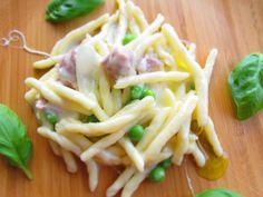 Strozzapreti Pasta Vera con stracchino, piselli e salsiccia.    By Gabriella Lomazzi    www.pastavera.it    https://www.facebook.com/Pastavera?
