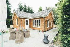 Cabins In The Woods, Ramen, Small Spaces, House Styles, Tiny Houses, Home Decor, Tips, Small Homes, Decoration Home