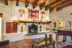 Adobe style great room :: Santa Fe, New Mexico