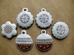 Christmas Gingerbread, Diy Christmas Ornaments, Felt Ornaments, Christmas Cookies, Xmas, Spice Cookies, Sugar Cookies, Cookie Box, Creative Lettering