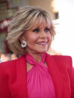 Jane Fonda Photos - Jane Fonda is seen outside 'Book Club' Premiere at Regency Village Theatre in Los Angeles, California. - Jane Fonda Outside 'Book Club' Premiere Jane Fonda Hairstyles, Mom Hairstyles, Hairstyles Over 50, Short Hairstyles For Women, Trendy Hairstyles, Short Hair With Layers, Layered Hair, Short Hair Cuts, Short Pixie