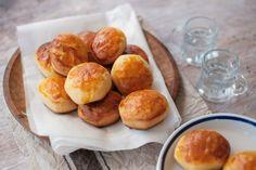 A legfinomabb krumplis pogácsa receptjét ki kell próbálnod! Puha, omlós, isteni. Pretzel Bites, Bread, Dios, Hungarian Recipes, Brot, Baking, Breads, Buns