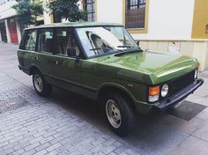 Have a look at this highly optioned, all original 1983 Range Rover Classic. It has A/C, 85,000 kms, and an original Torqueflite 727 transmission. We're offering it for $20,000 delivered, anywhere in the US. Hit the link in our bio to read more about it. #landrover #rangerover #rangeroverclassic #carsforsale #classiccar #vintage #vintage4x4 #carporn #adventuremobile #overland #classic #import #safariasawayoflife