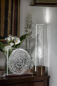 Oxígeno mesa lámpara madera y acrílico