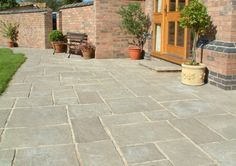 Paving Slabs Delivered Direct Courtyard Paving - Old Grey - Oakham Pattern - Patio Pack - Patio & Pr Diy Patio, Backyard Patio, Patio Driveway Ideas, Sunken Patio, Outdoor Patios, Outdoor Gardens, Patio Design, Garden Design, Cottage Patio