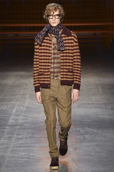See all the Collection photos from Missoni Autumn/Winter 2017 Menswear now on British Vogue New Look Fashion, Fashion 2017, Fashion Show, Mens Fashion, Style Fashion, Missoni, Casual Fall Outfits, Men Casual, Well Dressed Men