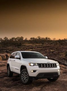suv cars 2019 Jeep Grand Cherokee - Raising The Bar Jeep Grand Cherokee, Jeep Suv, Jeep Cars, My Dream Car, Dream Cars, Best Suv Cars, Offroader, Mitsubishi Lancer Evolution, Car Goals