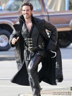 Colin O'Donoghue Is Hotness Personified On The Set Of 'Once Upon A Time'