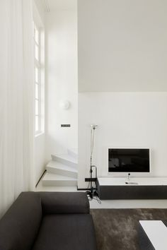 The post moderne woonkamers van wiel arets architects modern Interior Architecture, Interior And Exterior, Interior Minimalista, Black And White Interior, Inside Design, Interiores Design, Decoration, Home And Living, Interior Inspiration