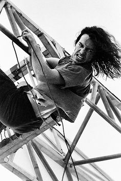 Vintage Eddie Vedder. Love the passion