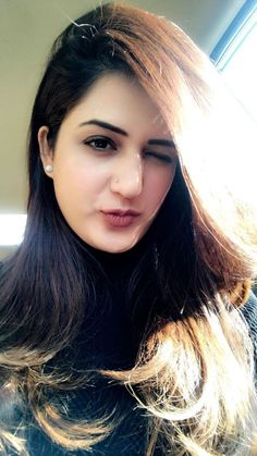 Industry Experts Give You The Best Beauty Tips Ever – Lazy Days Beauty Beautiful Girl Indian, Most Beautiful Indian Actress, Beautiful Girl Image, Beautiful Saree, Beautiful Women, Beautiful Lips, Beauty Full Girl, Cute Beauty, Beauty Women