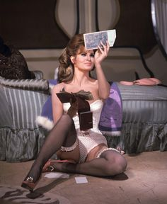32 Wonderful Color Photos of Raquel Welch, the Classic Beauty of the Raquel Welch 1960s, Celebrities In Stockings, Rachel Welch, Katharine Ross, New Star, Female Stars, In Pantyhose, Nylons, Vintage Lingerie