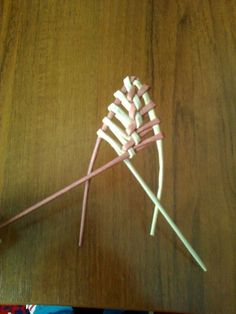 Straw Weaving, Bamboo Weaving, Weaving Art, Basket Weaving, Toilet Paper Crafts, Diy Paper, Straw Art, Paper Quilling Tutorial, Willow Weaving