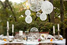 DIY String Lanterns: It's amazing how easy it is to make these elegant string-globe lanterns! All you need is twine, corn starch, glue, balloons, and spray paint. String Lanterns, Yarn Lanterns, String Lights, String Balloons, Paper Lanterns, Hanging Lanterns, Lace Balloons, White Lanterns, Diy Party Dekoration