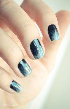 Azul escuro.