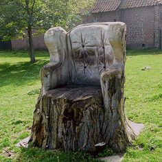 Trees in majesty Tree stump carved into chair Source by lawsonkelly Outdoor Landscaping, Outdoor Gardens, Outdoor Decor, Country Landscaping, Outdoor Living, Tree Chair, Lawn Chairs, Tree Trunks, Garden Gates