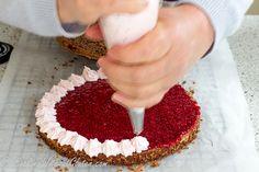 Мне было очень интересно попробовать черемуховый торт, готовая мучная смесь для которого была в числе образцов продукции, предоставленной мне компанией Гарнец. Я испекла 2 торта, пошаговый рецепт п…