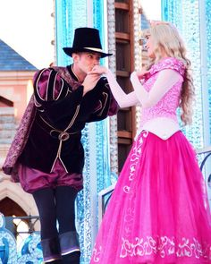 Sleeping Beauty Characters, Aurora Costume, Disney Characters Costumes, Disney Cosplay, Princess Aurora, Disneyland Paris, Disney Parks, Aurora Sleeping Beauty, Briar Rose