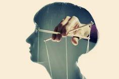 Jak lidem argumentovat? Myšlení bolí! Proto nemyslete, vše vám strčíme pod nos. Skočíte na všechny špeky. Děkujeme, vaše MSM Psychological Manipulation, Manipulative People, Manipulation Techniques, Negative Traits, Narcissistic Behavior, Stand By You, Gaslighting, Noam Chomsky, Sigmund Freud