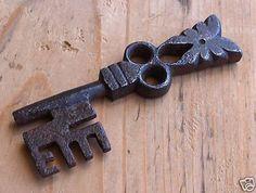 Antique Keys, Vintage Keys, Antique Hardware, Skeleton Key Lock, Door Knobs And Knockers, Under Lock And Key, Old Keys, Keys Art, Key To My Heart