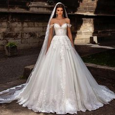 Vintage Wedding Gowns 2016 Sexy Off the Shoulder Ivory Arabic Bridal Dresses Lace Ball Gown Tulle Alibaba China Z679