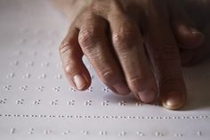 Pela primeira vez em 40 anos, Angola está a produzir manuais em braile para alunos com deficiência visual https://angorussia.com/educacao/pela-primeira-vez-40-anos-angola-esta-produzir-manuais-braile-alunos-deficiencia-visual/
