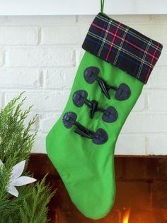 This holiday season, dress up your fireplace or bannister with one-of-a-kind, DIY stockings. By : Brian Patrick Flynn This green. Christmas Stocking Decorations, Christmas Stockings, Holiday Decor, Stocking Ideas, Fall Decor, Christmas Pictures, All Things Christmas, Christmas Crafts, Christmas Décor