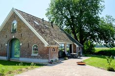Oude schuur verbouwd tot woonhuis - Mensink Bouwbedrijf Old Cottage, Cottage Homes, Modern Traditional, Small Farm, Old Farm, Building A House, Barn, Exterior, House Design