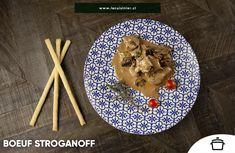 Preparación de carne de res típica de la cocina rusa, en la que predominan los champiñones y ese toque ahumado, característico de la páprika. Menu, Waffles, Breakfast, Food, Russian Cuisine, Smoker Cooking, Dishes, Cook, Menu Board Design