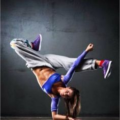 Take a hip hop dance class! I wish I could dance this good! Just Dance, Dance Like No One Is Watching, Shall We Dance, Girls Hip Hop Dance, Hip Hop Dance Classes, Hip Hop Dance Moves, Baile Jazz, Urban Dance, Poses References
