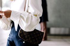 Blusa de Constanza Oquendo y bolsa de Louis Vuitton