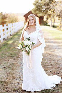Photography: Whitebox Photo - www.whiteboxphoto.com  Read More: http://www.stylemepretty.com/2015/06/17/vintage-glam-north-carolina-farm-wedding/