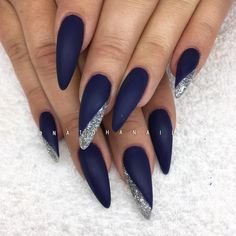 Bulletproof 98 från American Nails/ www.se 😍💙✨ Bulletproof 98 från American Nails/ www. Blue And Silver Nails, Navy Blue Nails, Burgundy Nails, Navy Acrylic Nails, Navy Blue Nail Designs, Navy Nail Art, Burgundy Color, Sparkle Nails, Glam Nails