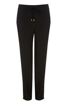 Oasis soft trousers are chic and comfortable at the same time! The trousers feature a drawstring waist and are tapered at the ankle for a relaxed fit.