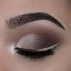 Nice contrast between shades of eyeliner and shadows of eye shadow. Smokey eyes are always in fashion so you can not go wrong with it.