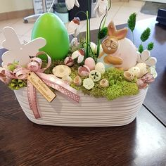 Easter Art, Easter Eggs, Diy Easter Decorations, Mothers Day Flowers, Floral Centerpieces, Happy Easter, Valentines, Passion, Spring