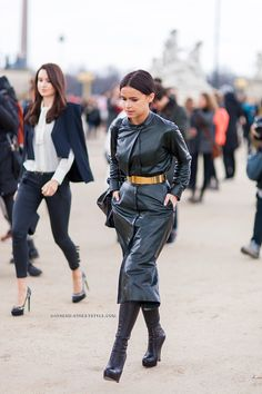 let's catch the full length on that one. Mira's amazing leather trench. Paris. #MiroslavaDuma