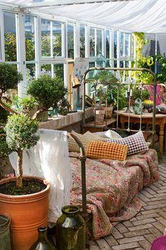 Winter garden: our inspiration for the veranda Indoor Garden, Outdoor Gardens, Indoor Outdoor, Home And Garden, Outdoor Decor, Outdoor Spaces, Outdoor Living, Conservatory Garden, Brick Flooring